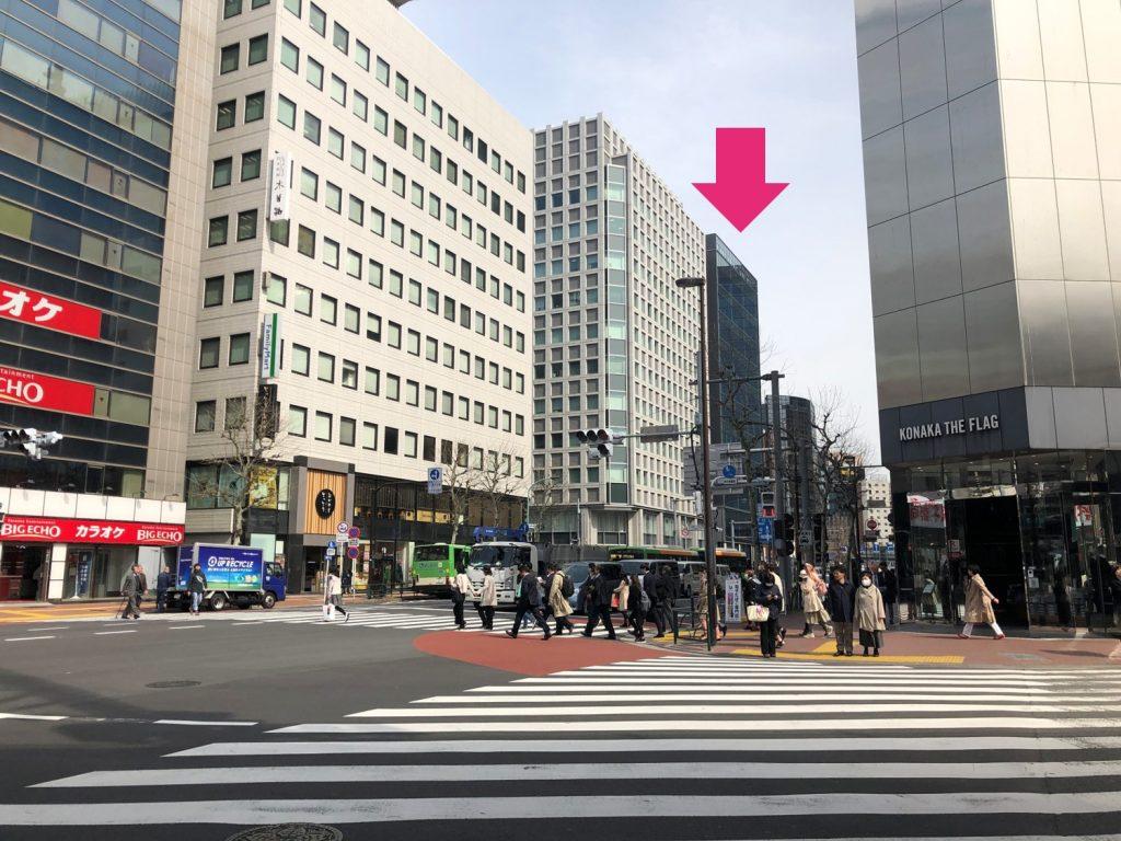 銀クリへの行き方3。前の横断歩道を渡る