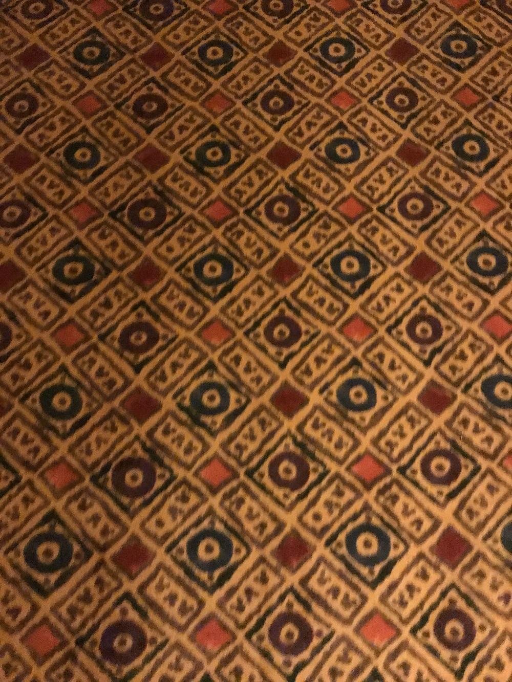絨毯には隠れミッキー