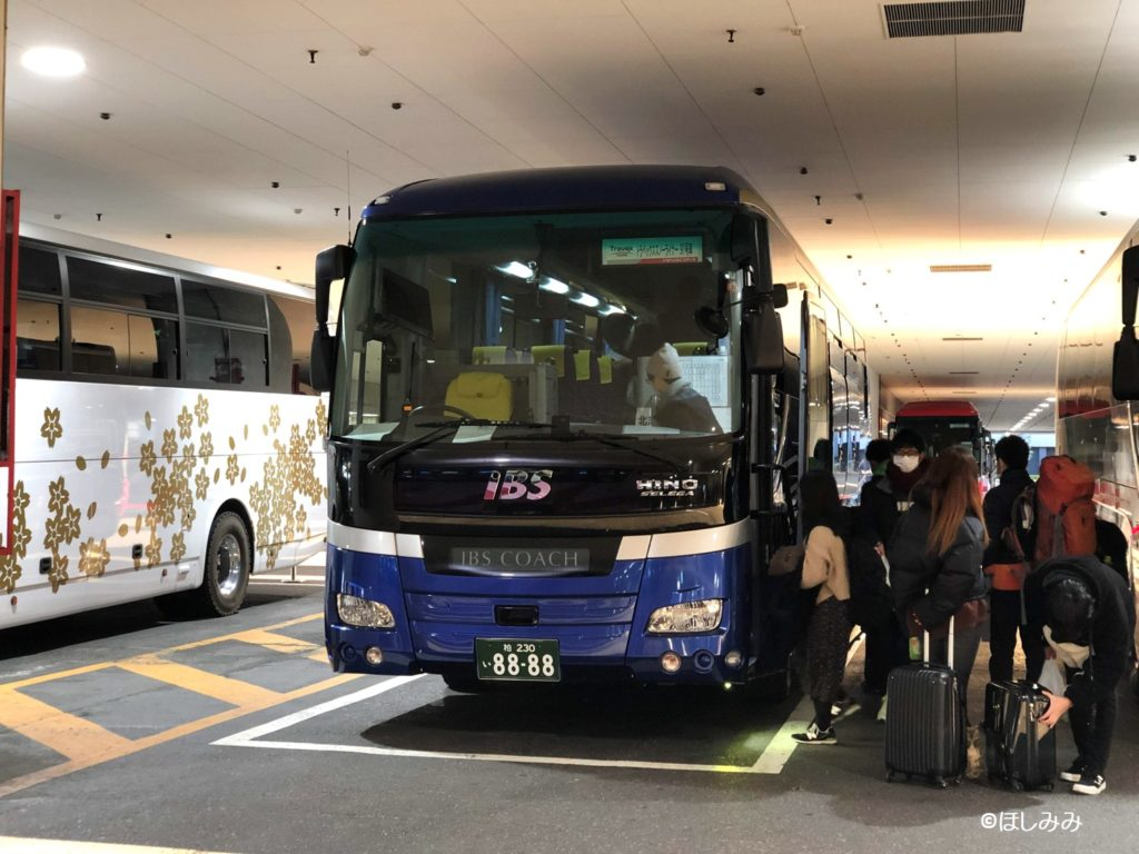 トラベックスツアーズのバス
