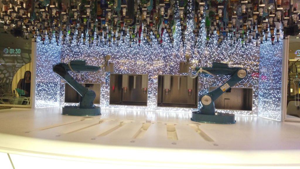 ロイヤルカリビアン船のロボットバー